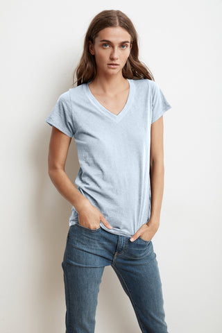 JILL SHORT SLEEVE V-NECK TEE IN ANCHOR