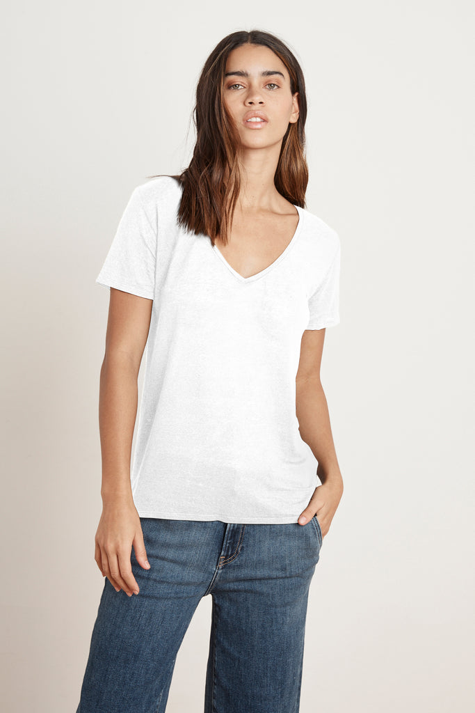 LAWANA LINEN KNIT V-NECK TEE IN WHITE