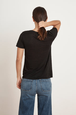 LAWANA LINEN KNIT V-NECK TEE IN BLACK