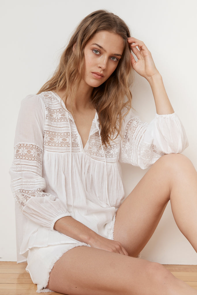 EVIE COTTON LACE PEASANT TOP IN WHITE
