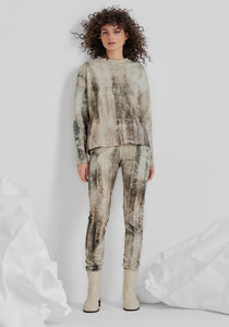 FRED (legging seen in cement print)