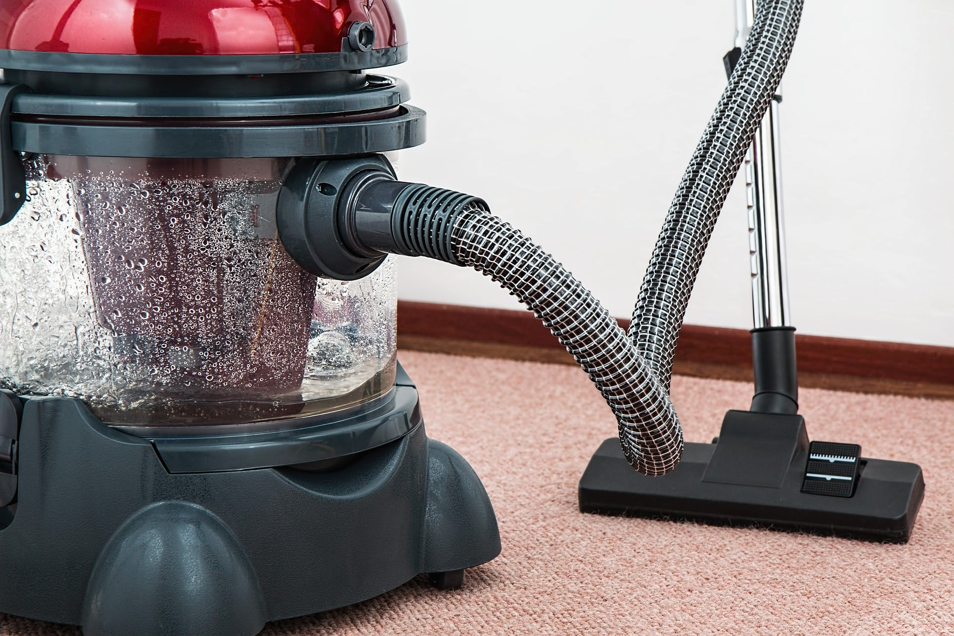vacuum cleaner with water filter