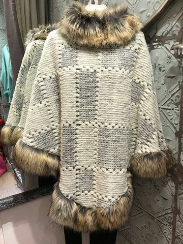 Faux Fur Poncho - Off white / Grey