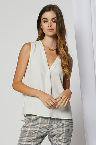 Calla High-Low Top