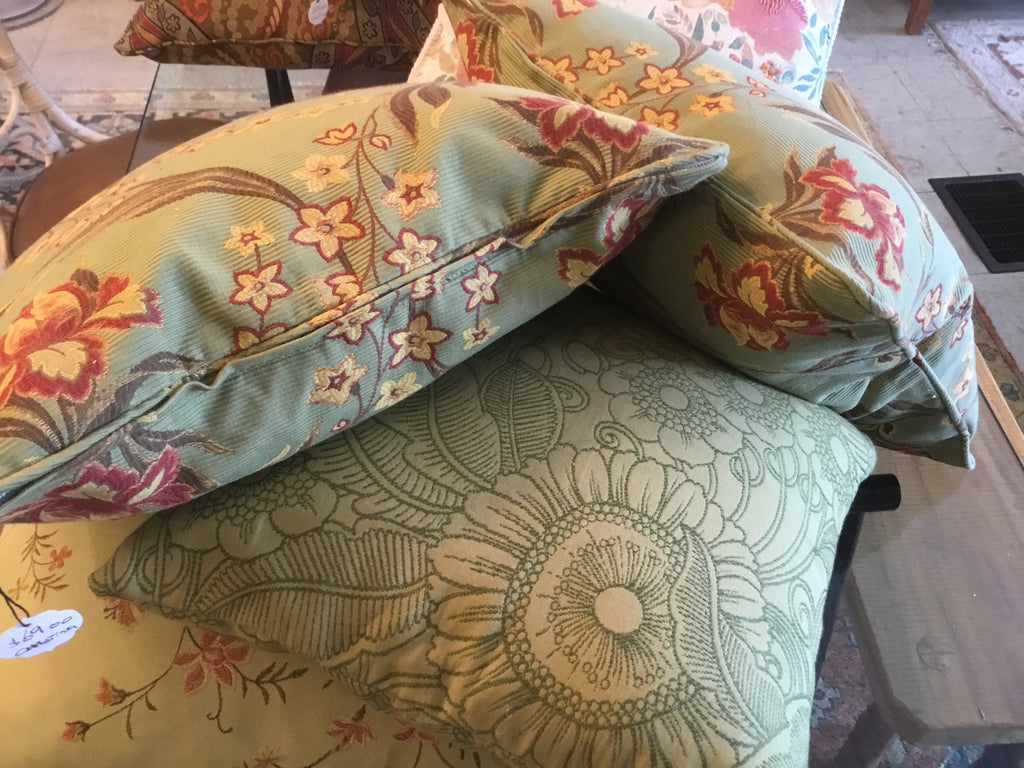 Floral paisley decorative Throw pillows   ( Variety  Style )