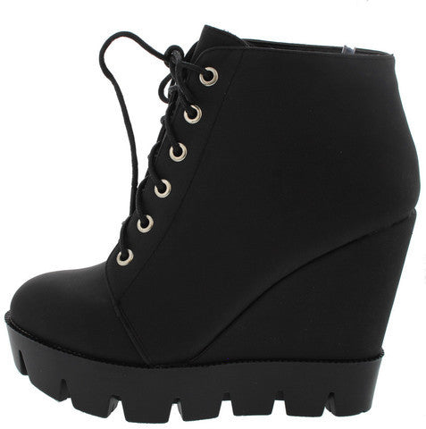 TENSE10 BLACK LUG SOLE LACE UP WEDGE BOOT
