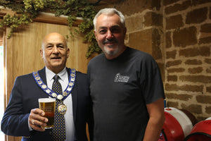 Towcester Town Mayor taps first cask at Beer Festival