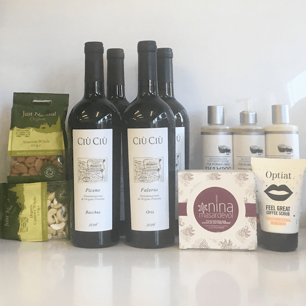 Proper 'Me Time' Hamper of Natural Cosmetics and 4/8 Organic Wines