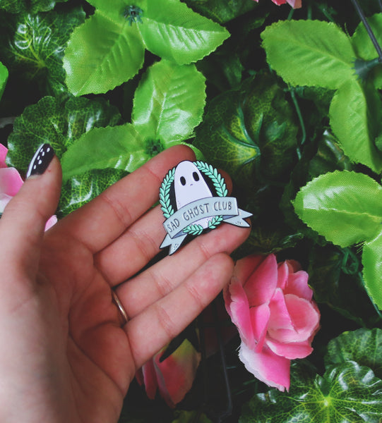 Wreath Enamel Pin