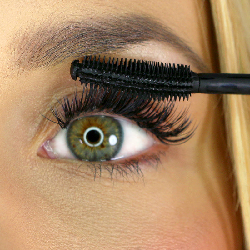 flex and curl mascara application on model on her upper lashes