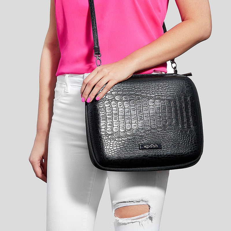 the MMS Bag crossbody on model