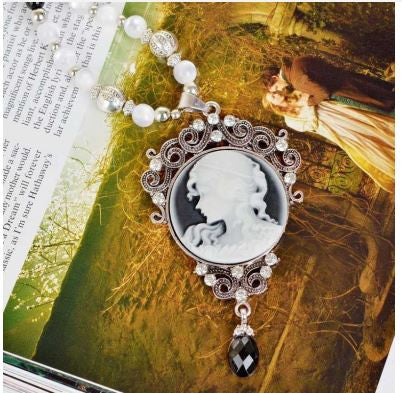 Charming Cameo Pendant Necklace