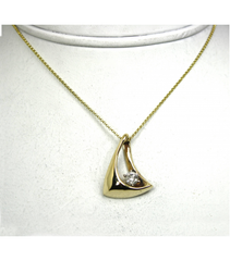 LEPD026 - 14kt Yellow Gold Diamond Pendant