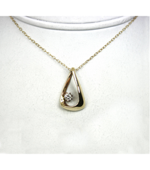 LEPD030 - 14kt Yellow Gold Diamond Pendant