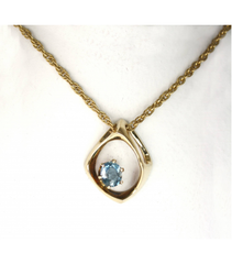 LEP030 - 14kt Yellow Gold Blue Topaz Gemstone Pendant