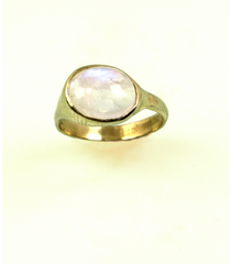 LECS014 - 14kt Yellow Gold Rainbow Moonstone Cabochon Ring