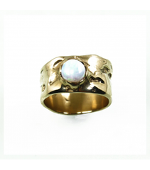 LECS048 - 14kt Yellow Gold Opal Cabochon Ring