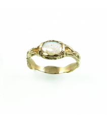 LECS052 - 14kt Yellow Gold Opal Cabochon Ring