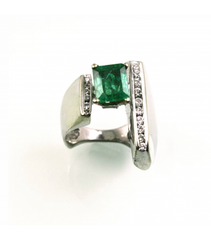 LERFS010 - 14kt White Gold Emerald Faceted Ring