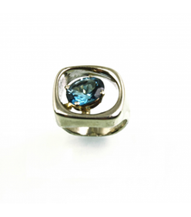 LERFS026 - 14kt White Gold Blue Topaz Faceted Ring
