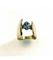 LERFS028 - 14kt Yellow Gold Blue Topaz Faceted Ring
