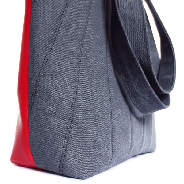 side view of the simone 517 tote from Holland Cox