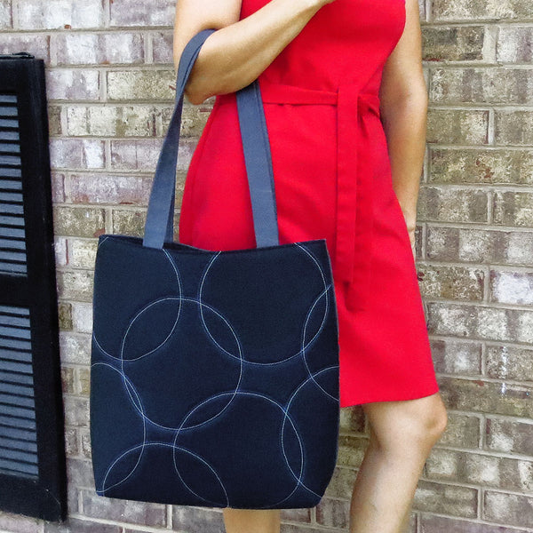 the ellington 517 tote with a model