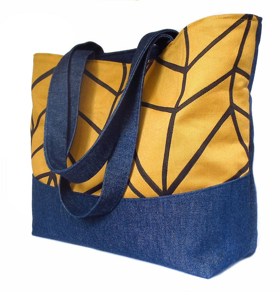 side view of the Cassandra tote from Holland Cox