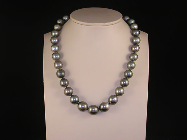 Black Tahiti pearl necklace