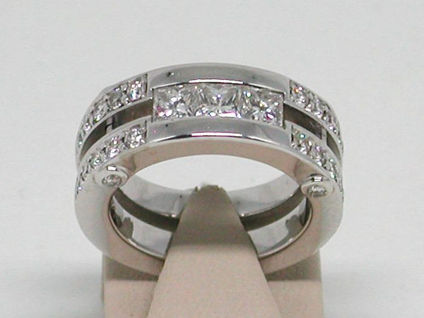 Diamond Memory Ring - 1,68 ct - 18K White Gold