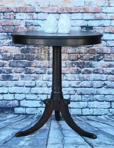 Leanne's Mahogany Round Accent Table