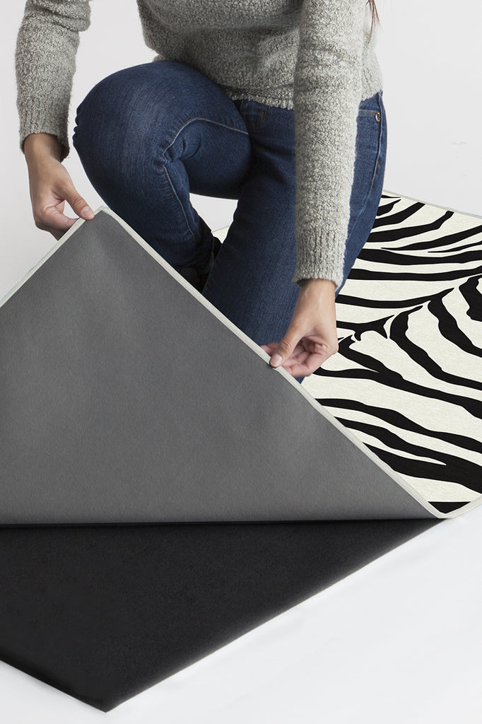 Machine Washable 2.5'x7' Zebra Black Rug