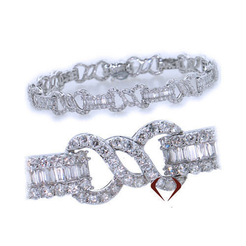 Round and Baguette Cut Diamond Bracelet in 18K White Gold -IDJ009582