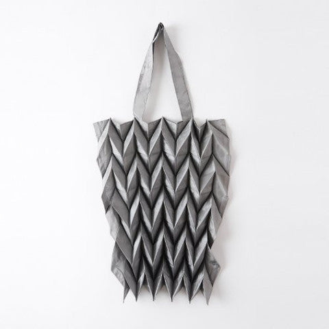 "NUNO Bag: ""New Spattering Gloss Origami"" (Silver)"