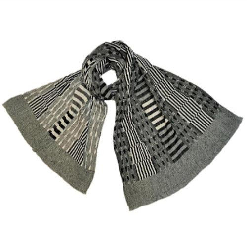 "NUNO Shawl: ""Rice Stubble"" (White/Black)"