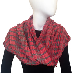 "NUNO Infinity Shawl: ""Trap Circle"" (Red on Gray)"
