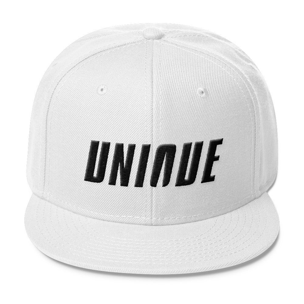 UNIQUE SNAP-BACK