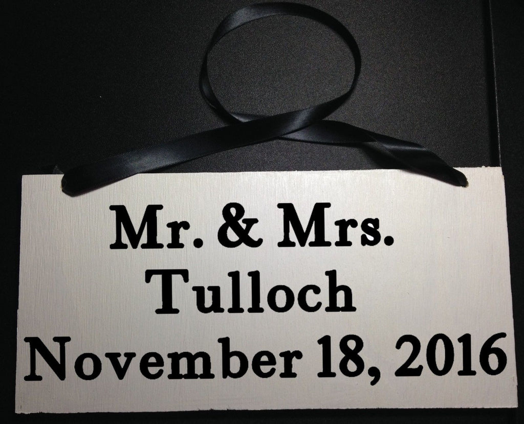 Tio Custom Name, Here Comes Your Bride and Mr and Mrs Custom Signs (Set of 2)