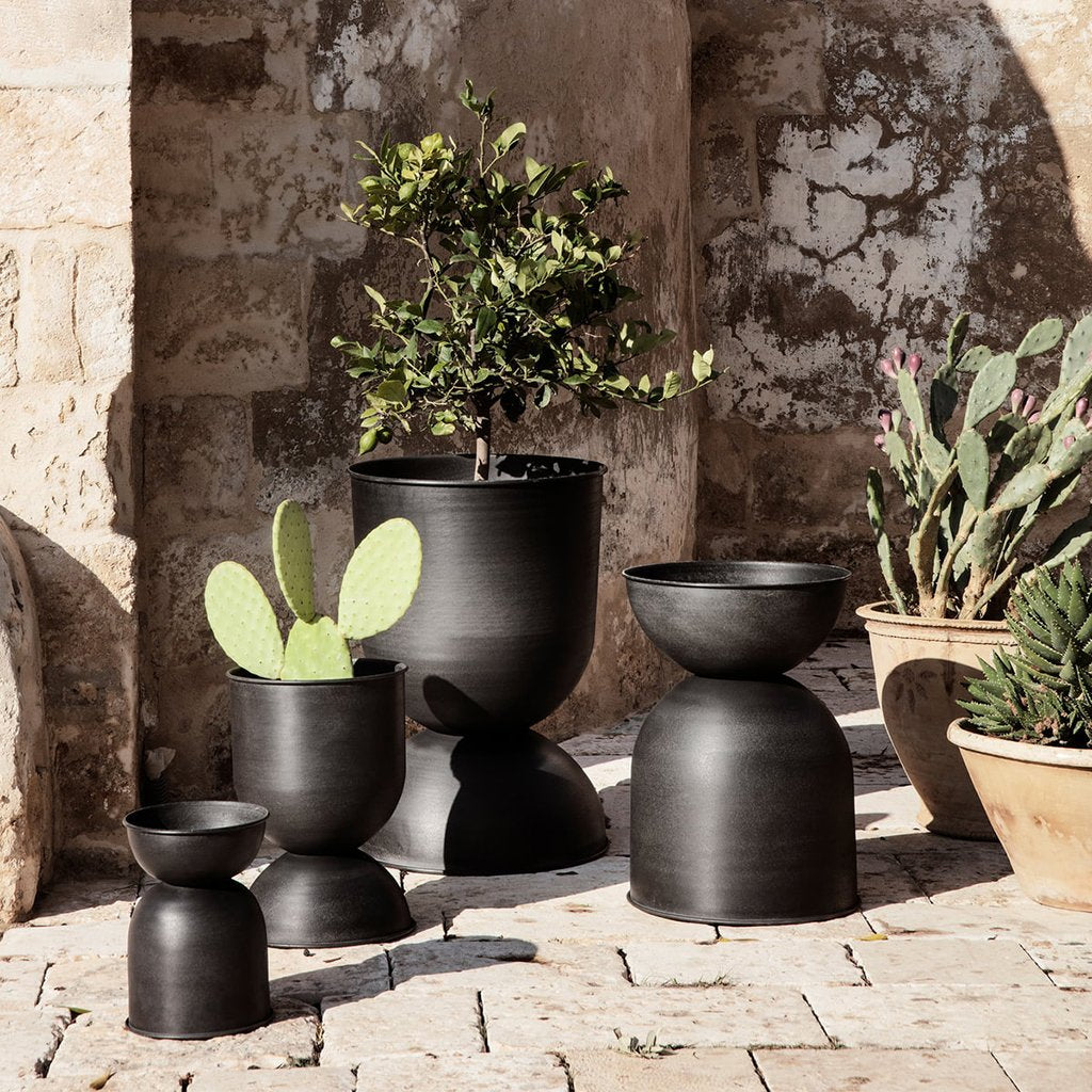 Ferm Living Hourglass Pot - Black - 6