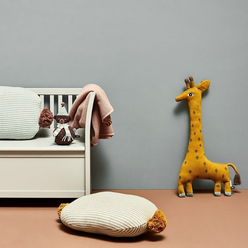The Giraffe Cushion 2