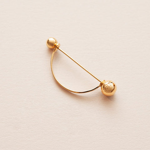 TOXOPHILITE EARPIN - Gold plated silver bow label earring