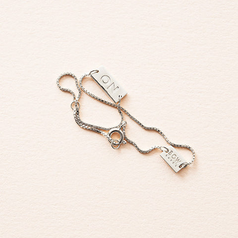 BOW LABEL - CHAIN BRACELET - ON/OFF - RHODIUM PLATED SILVER - BOX CHAIN BRACELET