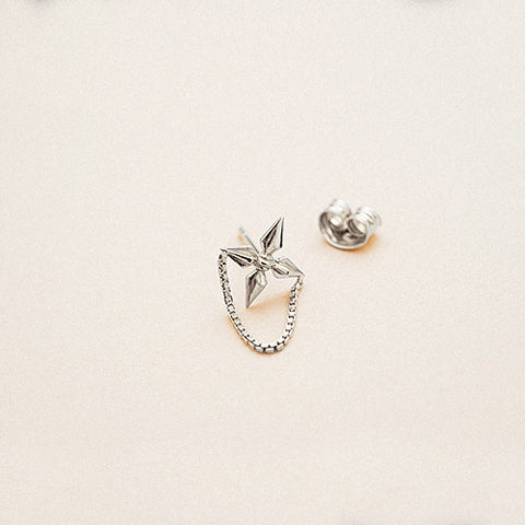 Bow label apache silver stud earring rhodium plated