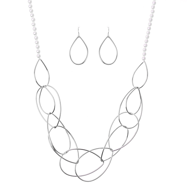 Geometric Metal Link Pearl Necklace