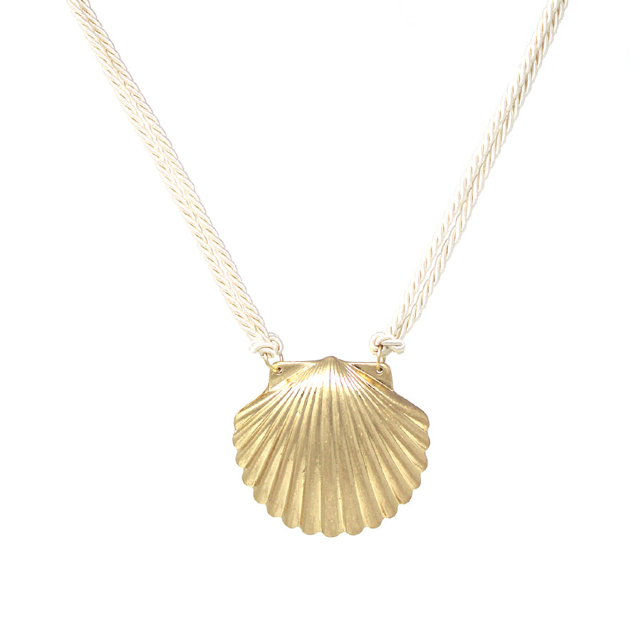 Shell Shape Metal Pendant Short Necklace