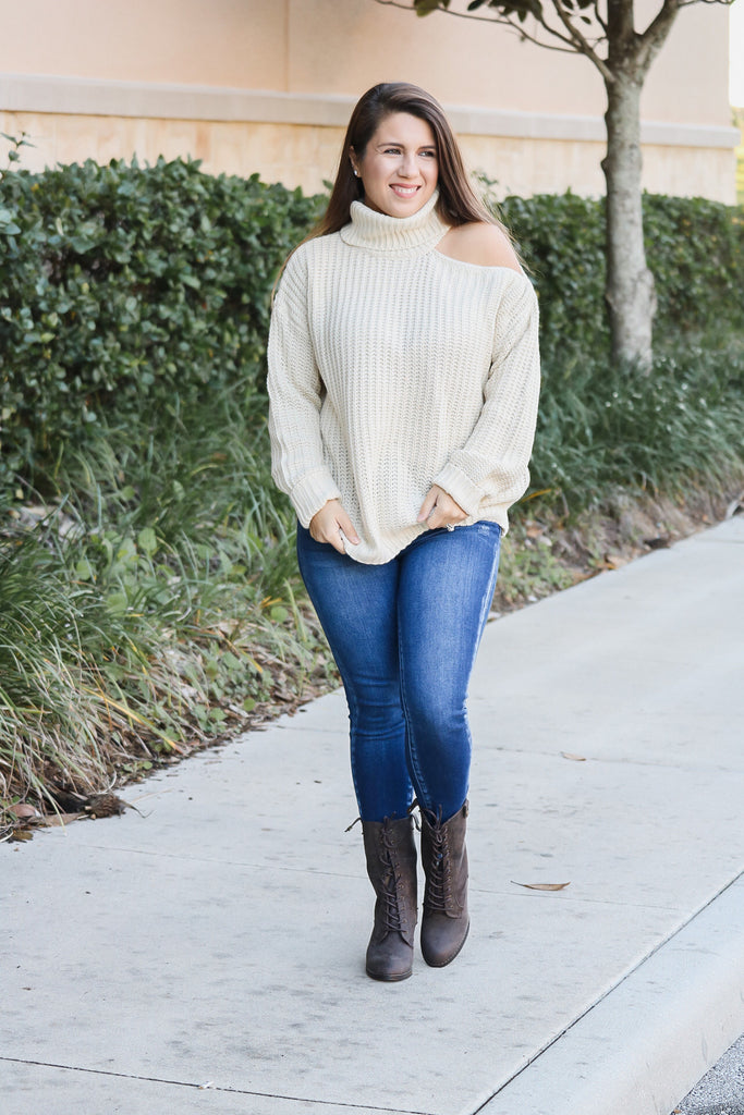 Cutout Shoulder Turtleneck Sweater (natural)