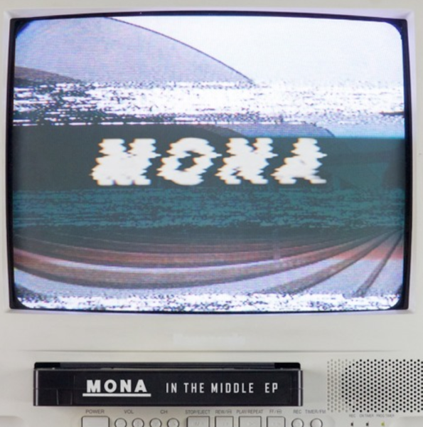 Mona - In The Middle