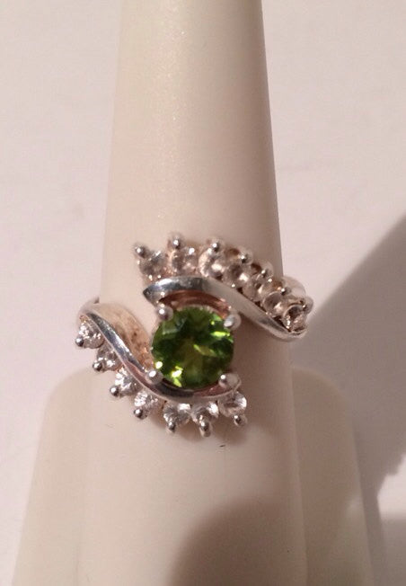 Sterling Silver .925  Bright Peridot Gem Ring w/14 small Cubic Zirconia