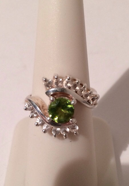 Sterling Silver Ring 925  Bright Peridot Gem w/14 small Cubic Zirconia
