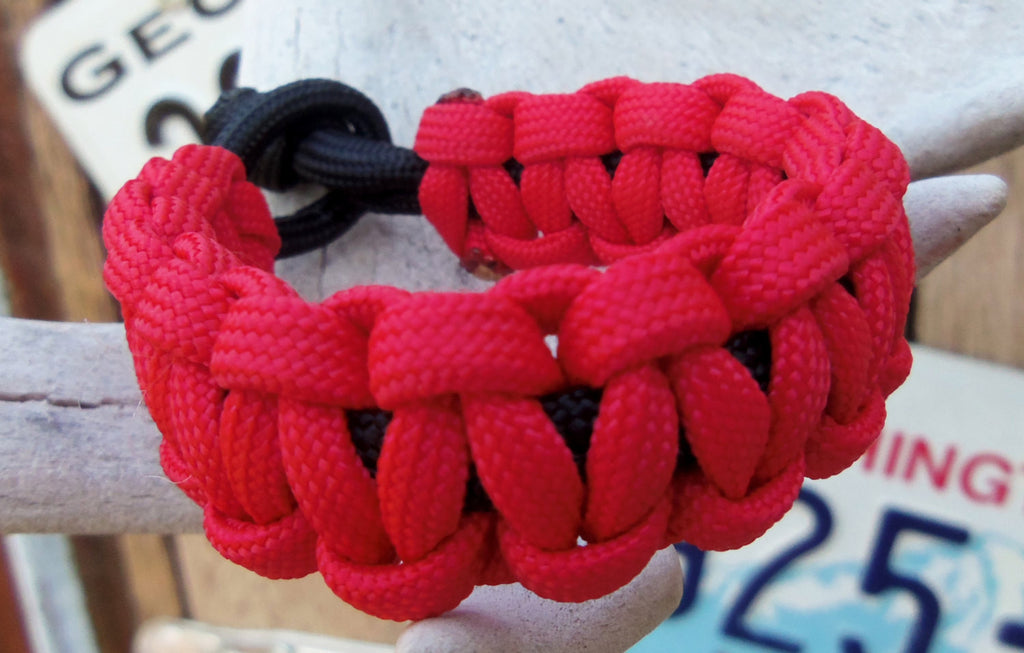 Red and Black Handmade 550 Paracord Bracelet Survival Item Boyfriend Sports Fan Birthday Father's Day Outdoor Adventurer